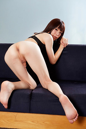 Yui Kawai display her small clit on sofa.